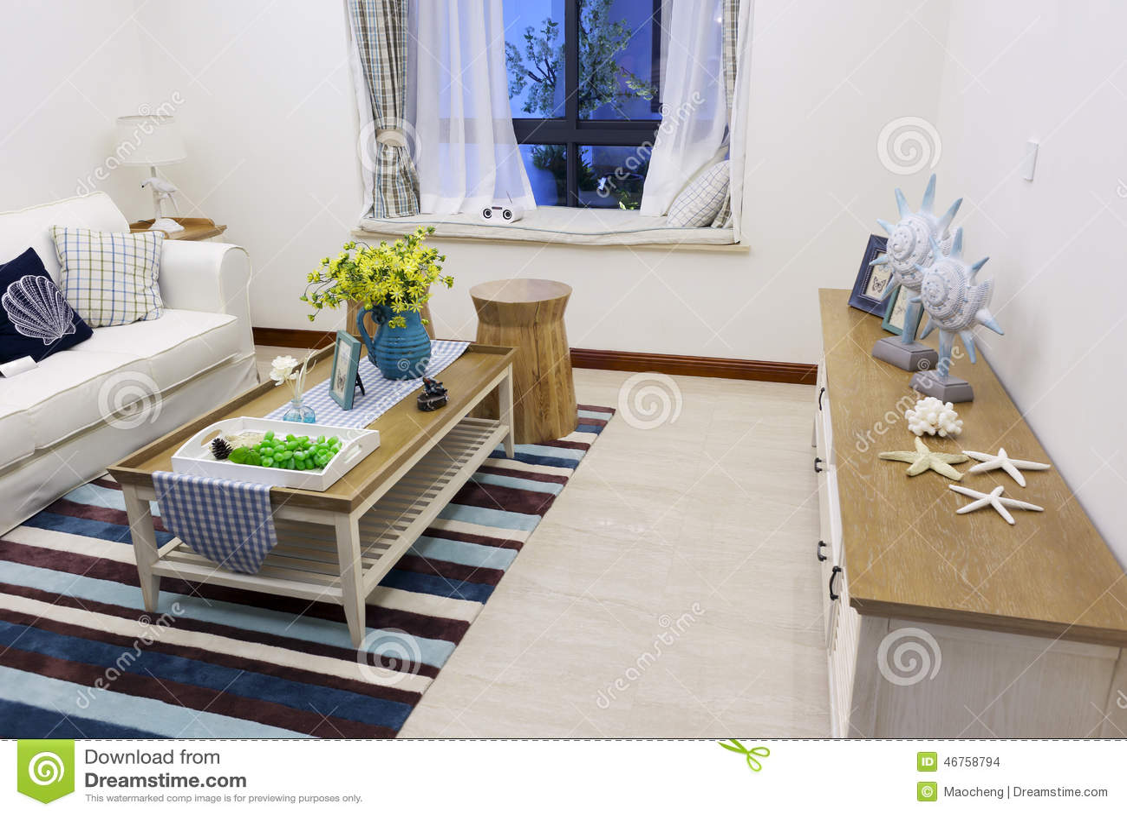 Kleine woonkamer stock foto. afbeelding bestaande uit decoratie