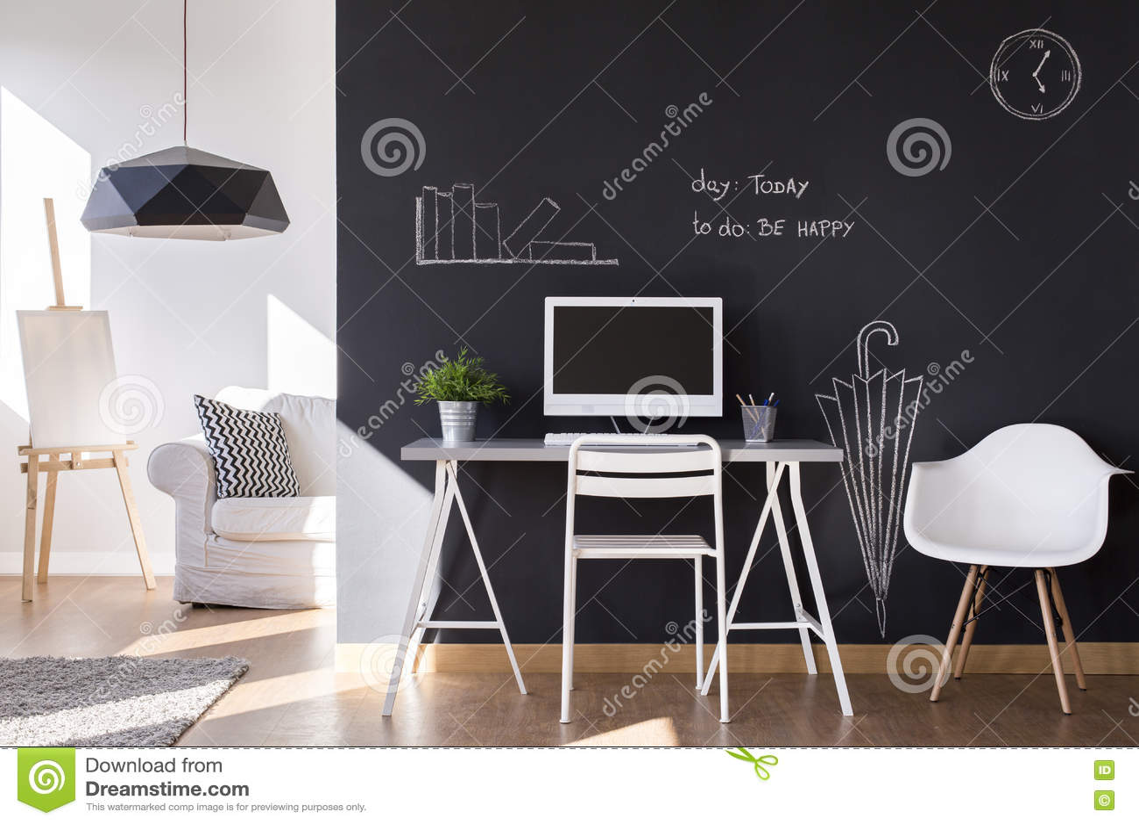Kleiner Arbeitsplatz Mit Tafelwand Zu Hause Stockbild - Bild von ...