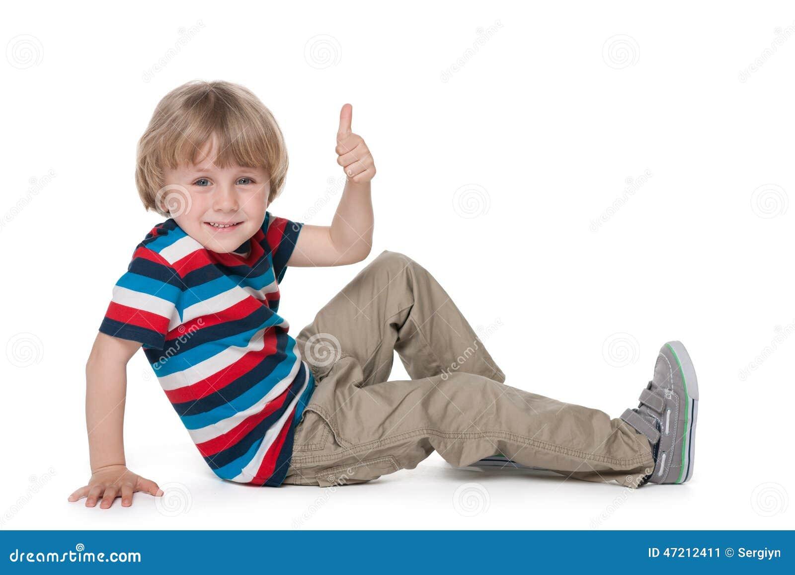 kleiner blonder junge sitzt auf dem boden stockbild bild von junge innen 47212411. Black Bedroom Furniture Sets. Home Design Ideas