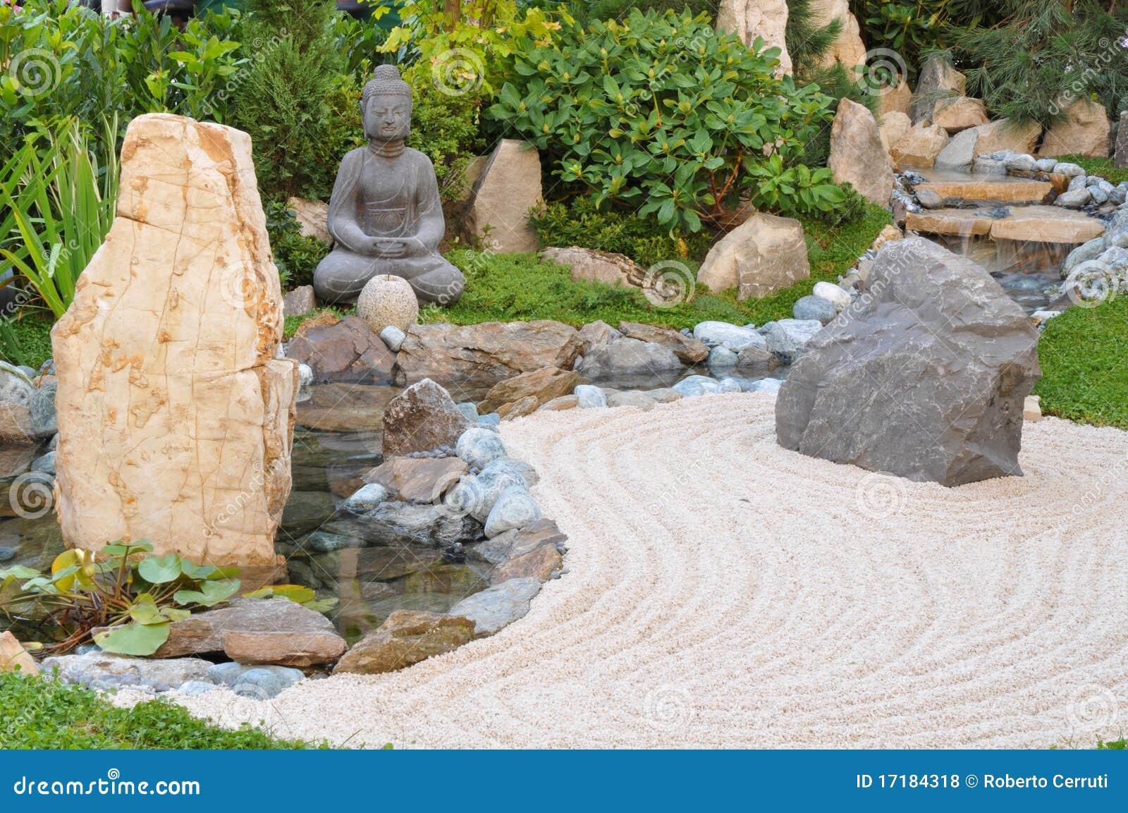 Kleiner japanischer Garten stockfoto. Bild von japanisch - 17184318