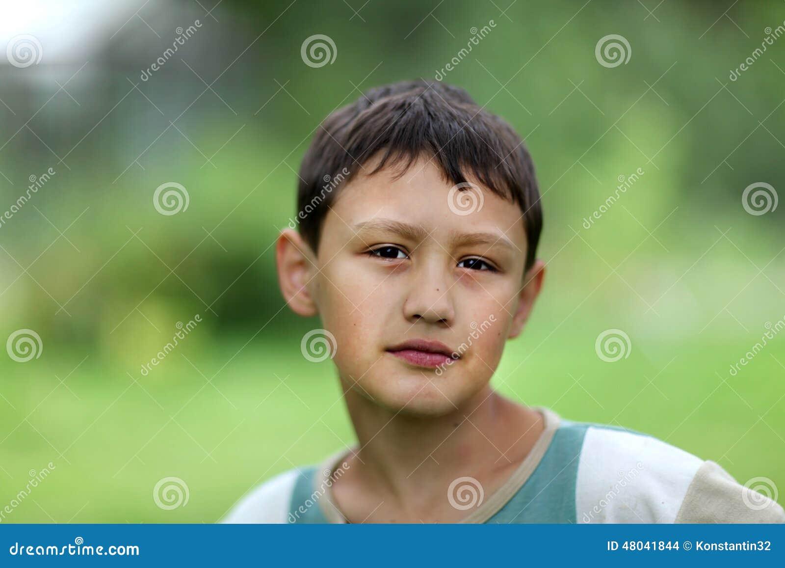 Junges jugendlich gegen alt