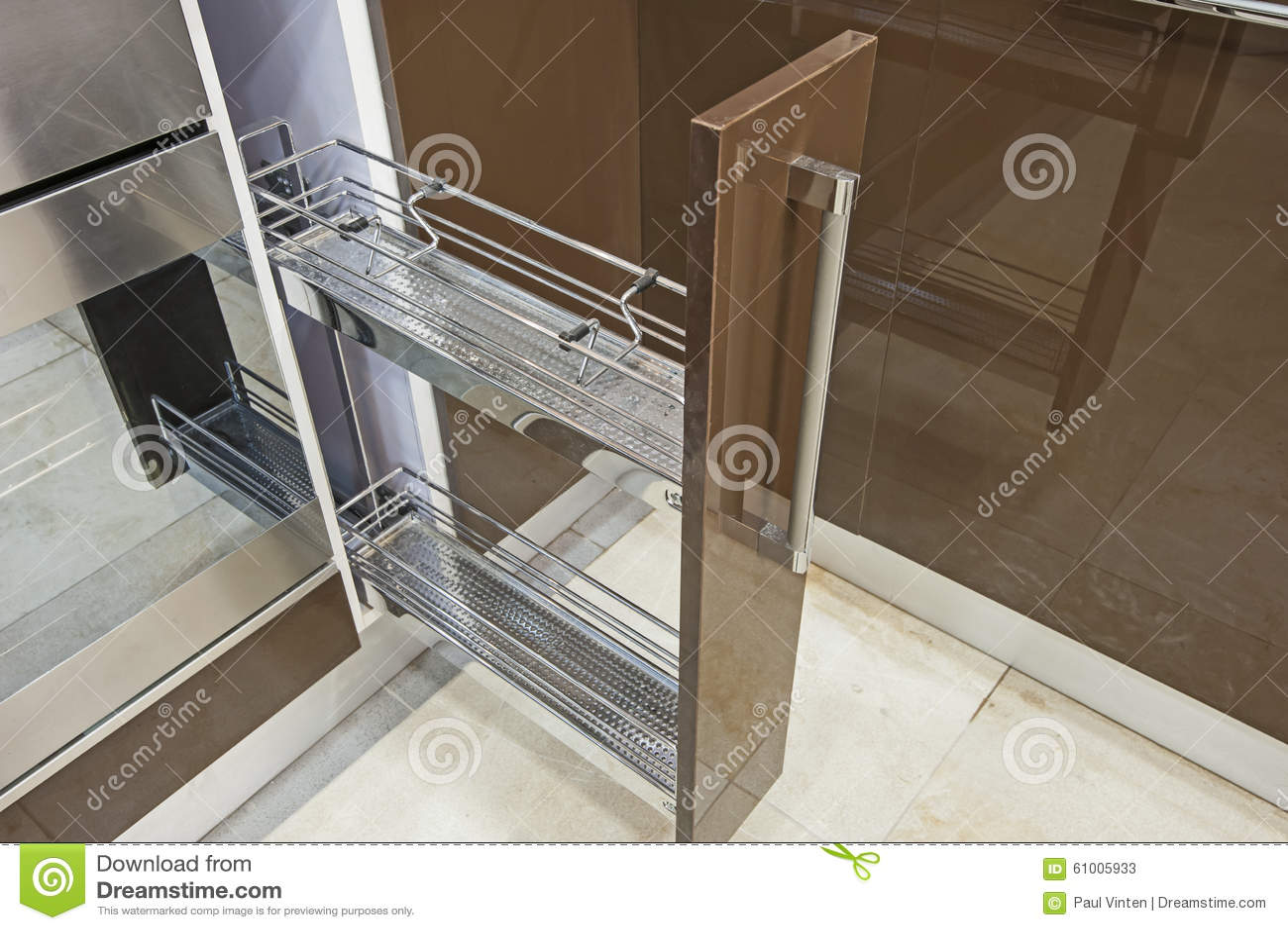 Kleiner Schrank In Einer Kuche Stockbild Bild Von Dekor Inside