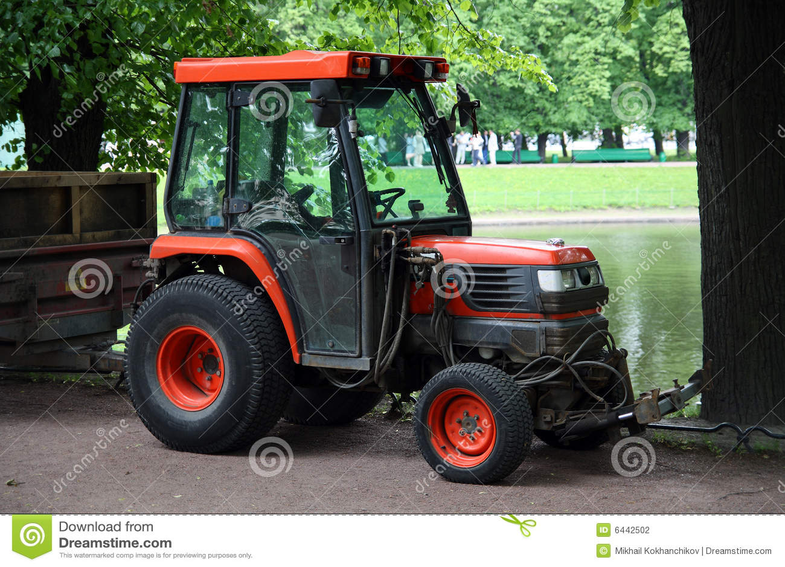 Kleiner traktor stockfotografie bild