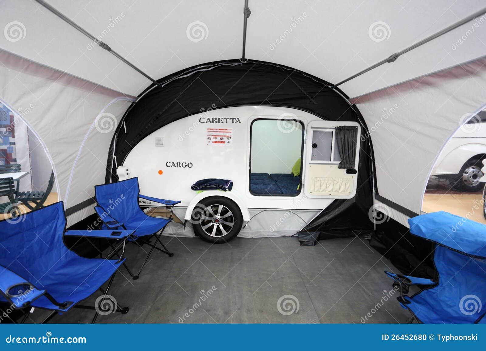 Kleiner Wohnmobil Caretta Mit Markise Redaktionelles Bild