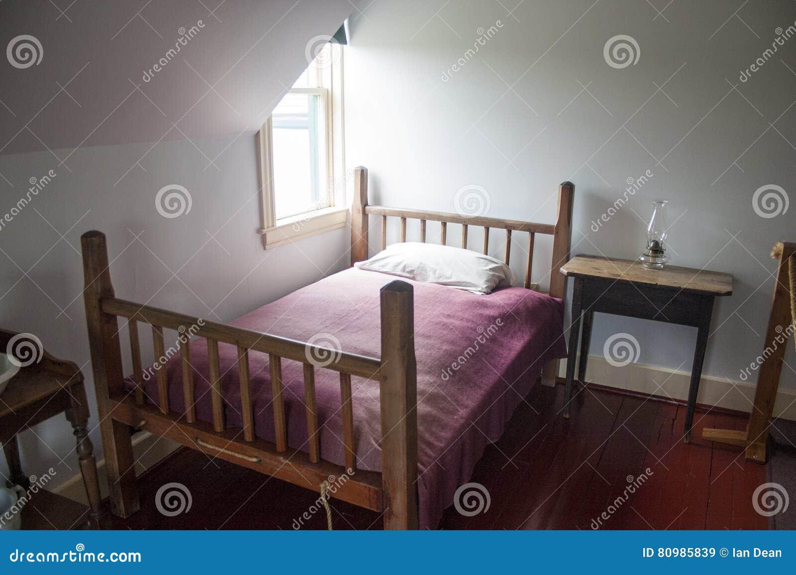 Kleines Amerikanisches Schlafzimmer Redaktionelles Stockbild - Bild ...