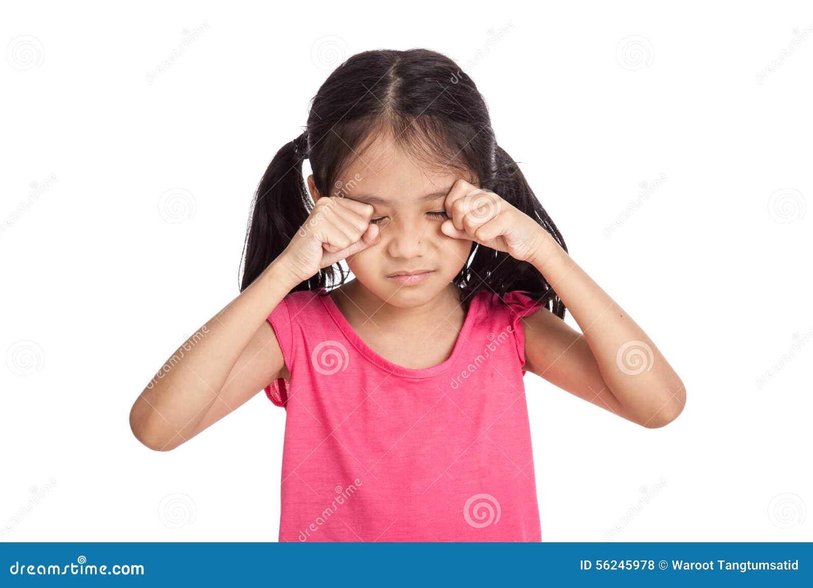 Kleines asiatisches Mädchen ist traurig und Schrei
