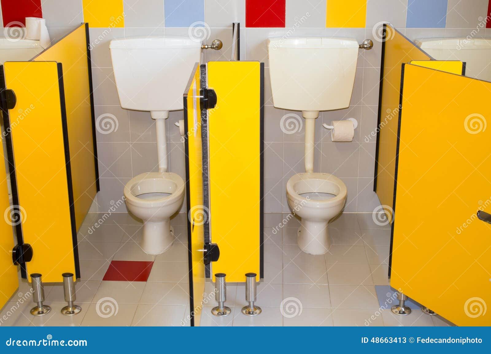 Schön Download Kleines Badezimmer Einer Schule Für Kinder Mit WC Stockbild   Bild  Von Bassin, Gebäude