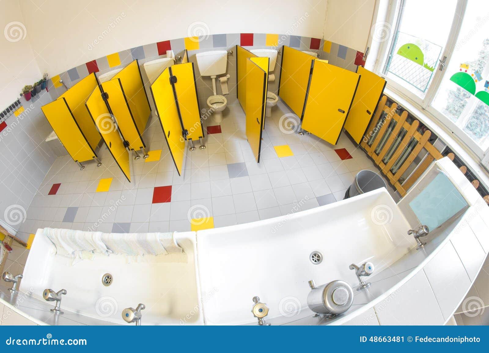 Schön Download Kleines Badezimmer Einer Schule Für Kinder Mit WC Stockbild   Bild  Von Baumschule, Hähne