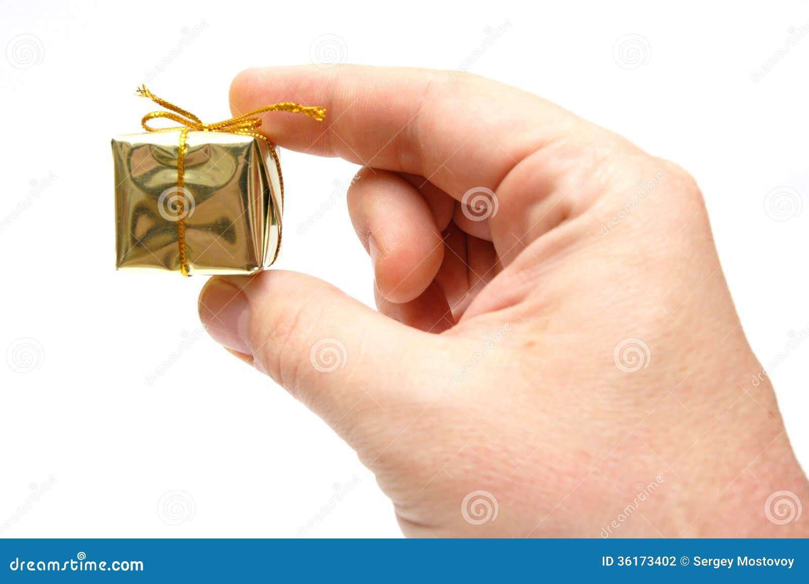 kleines geschenk stockfoto bild von gold geben getrennt 36173402. Black Bedroom Furniture Sets. Home Design Ideas