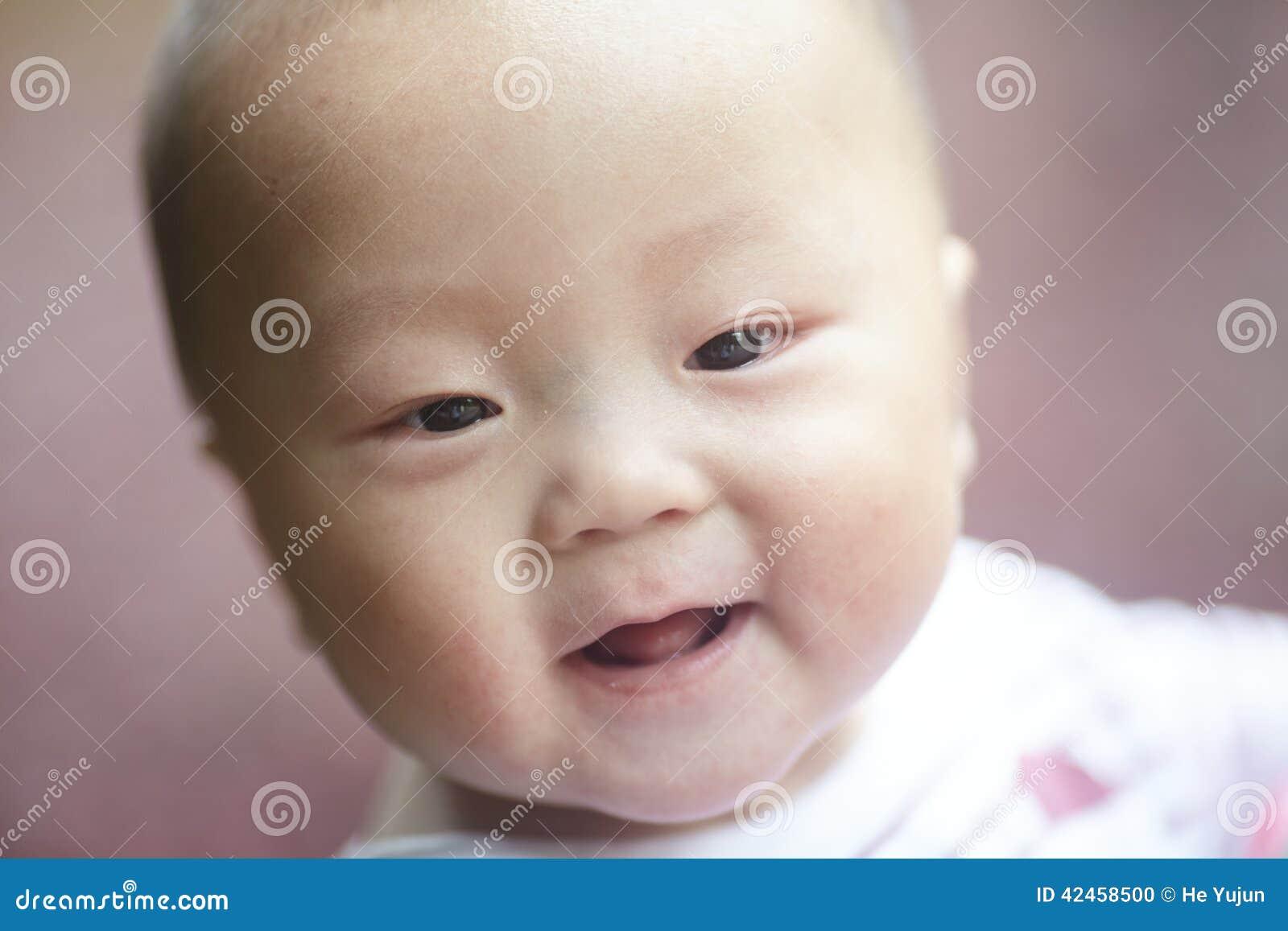 Kleines Jungenkindlächeln
