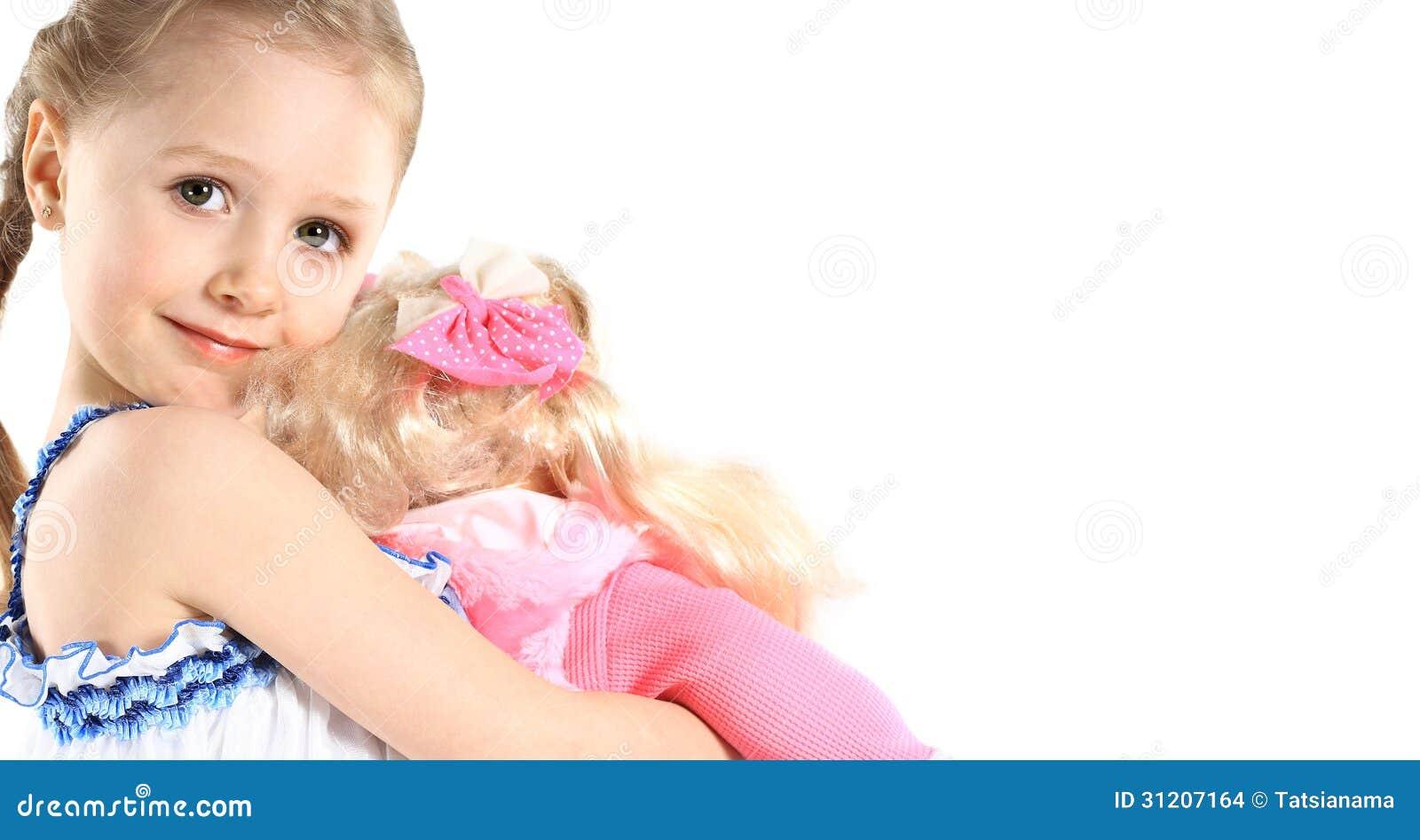 Kleines Mädchen mit Baby - Puppenspielzeug