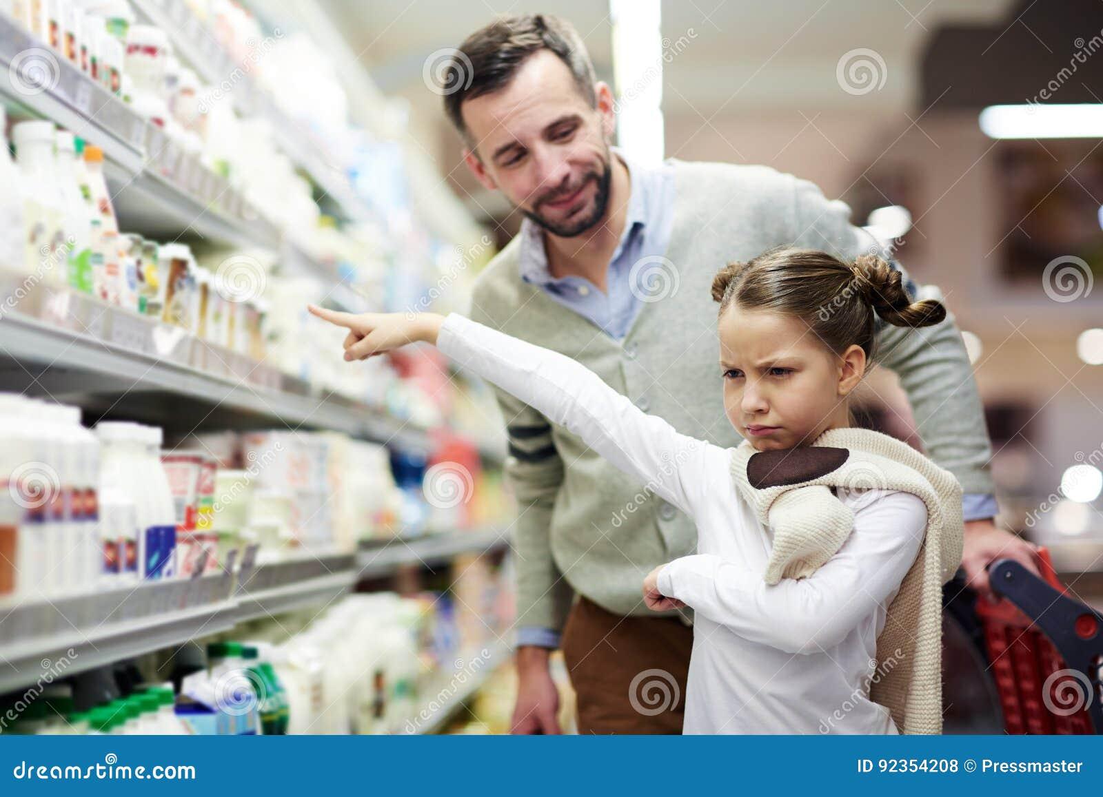 Kleines Mädchen wünscht Milch