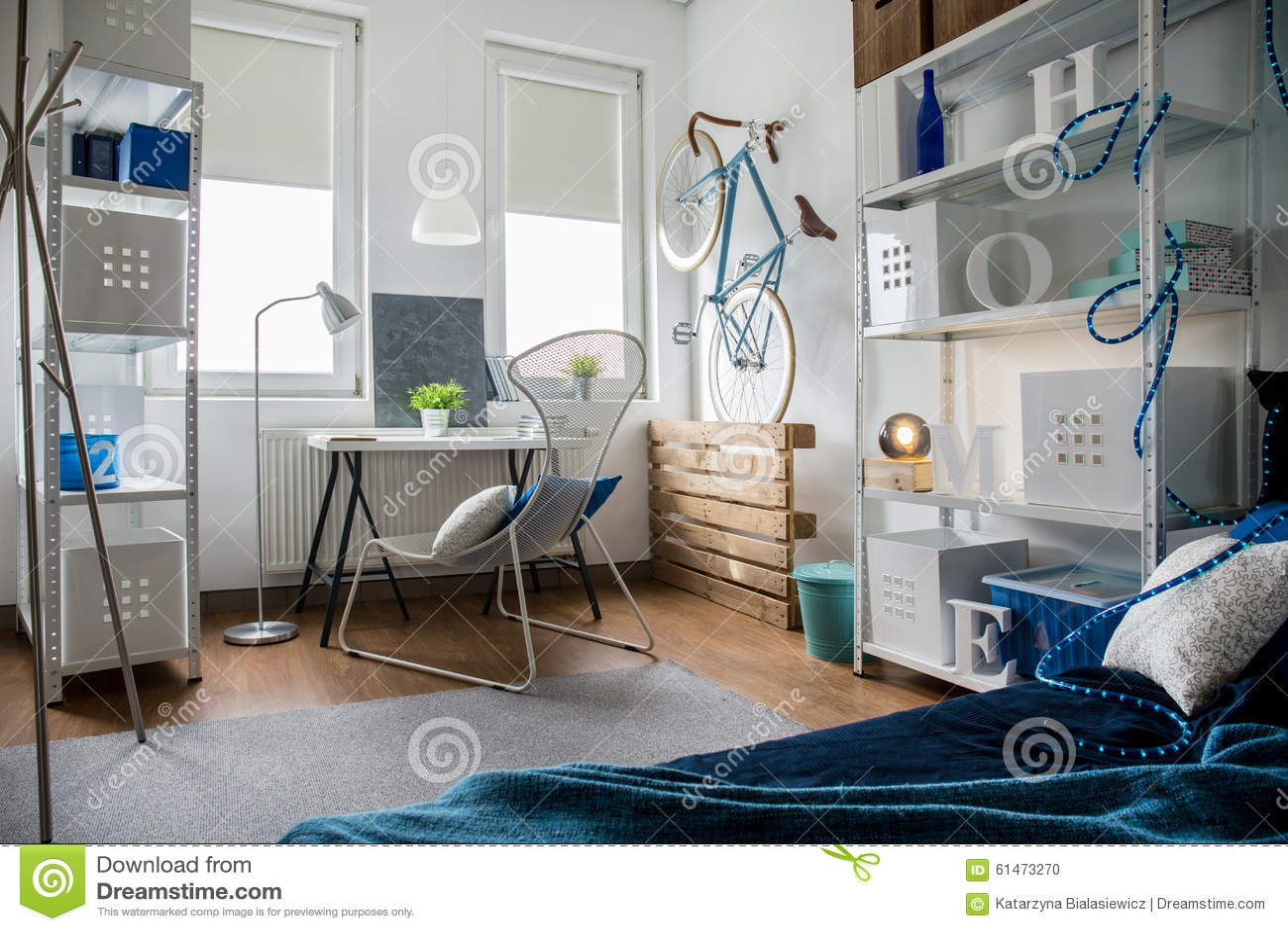 Kleines studio in der ebene stockfoto bild von inländisch
