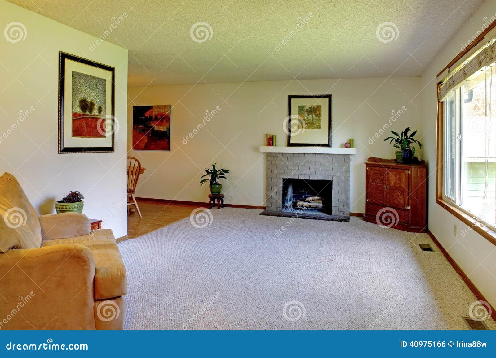 Kleines Wohnzimmer Mit Kamin Stockfoto Bild Von Zustand Familie