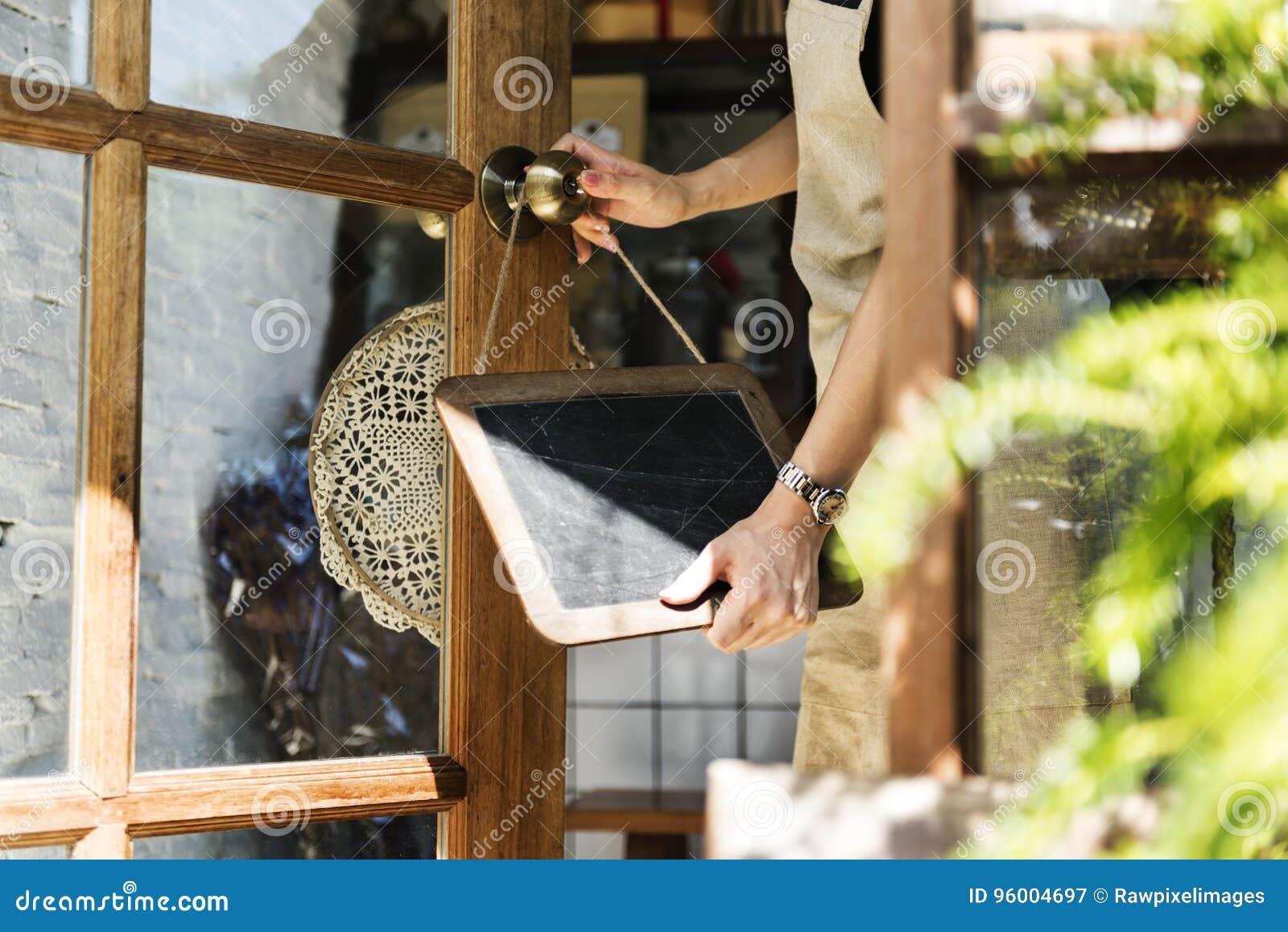 Kleinhandels Welkome het Bericht Kleinhandelsvoorzijde van de koffie Open Winkel