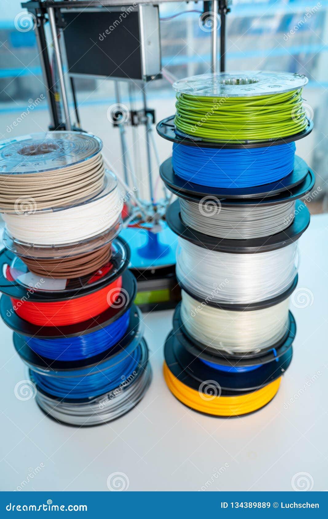 Kleur de plastic gloeidraad van PLA en ABS voor druk op een 3D printer