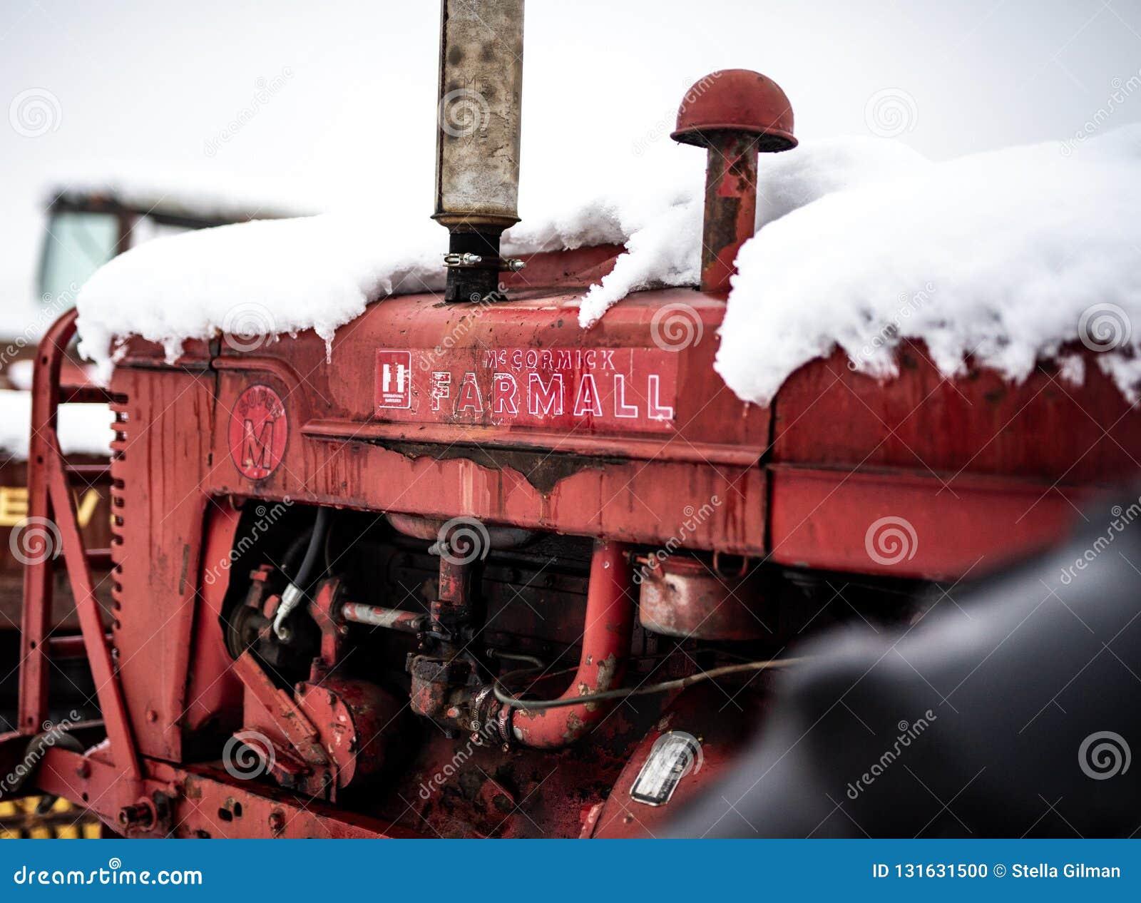 Kleurenbeeld van Farmall-Tractor