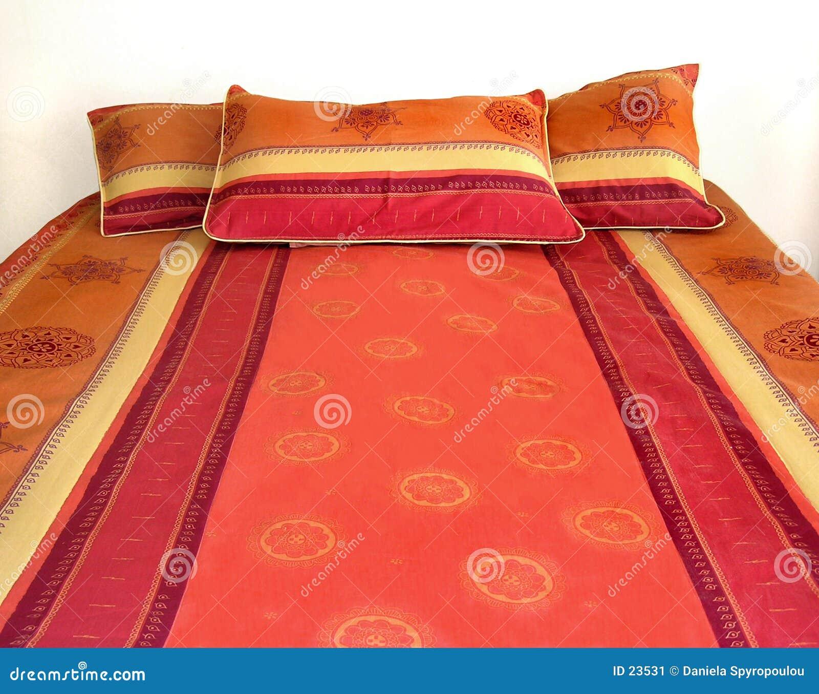 Download Kleurrijk bed stock afbeelding. Afbeelding bestaande uit meubilair - 23531