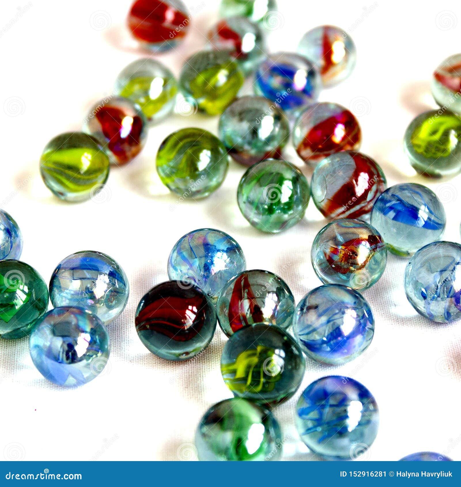 Kleurrijk, glas, achtergrond, wit, bal, blauw, geel geïsoleerd rood, pret, ronde bezinning, klein, transparant spel, stuk speelgo