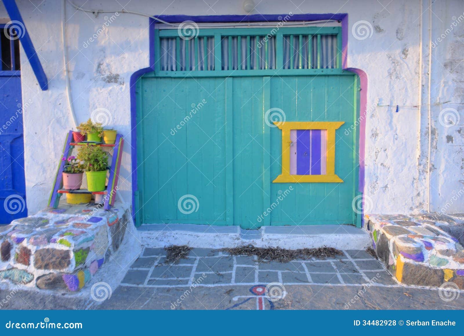 Kleurrijk huis in Klima-dorp