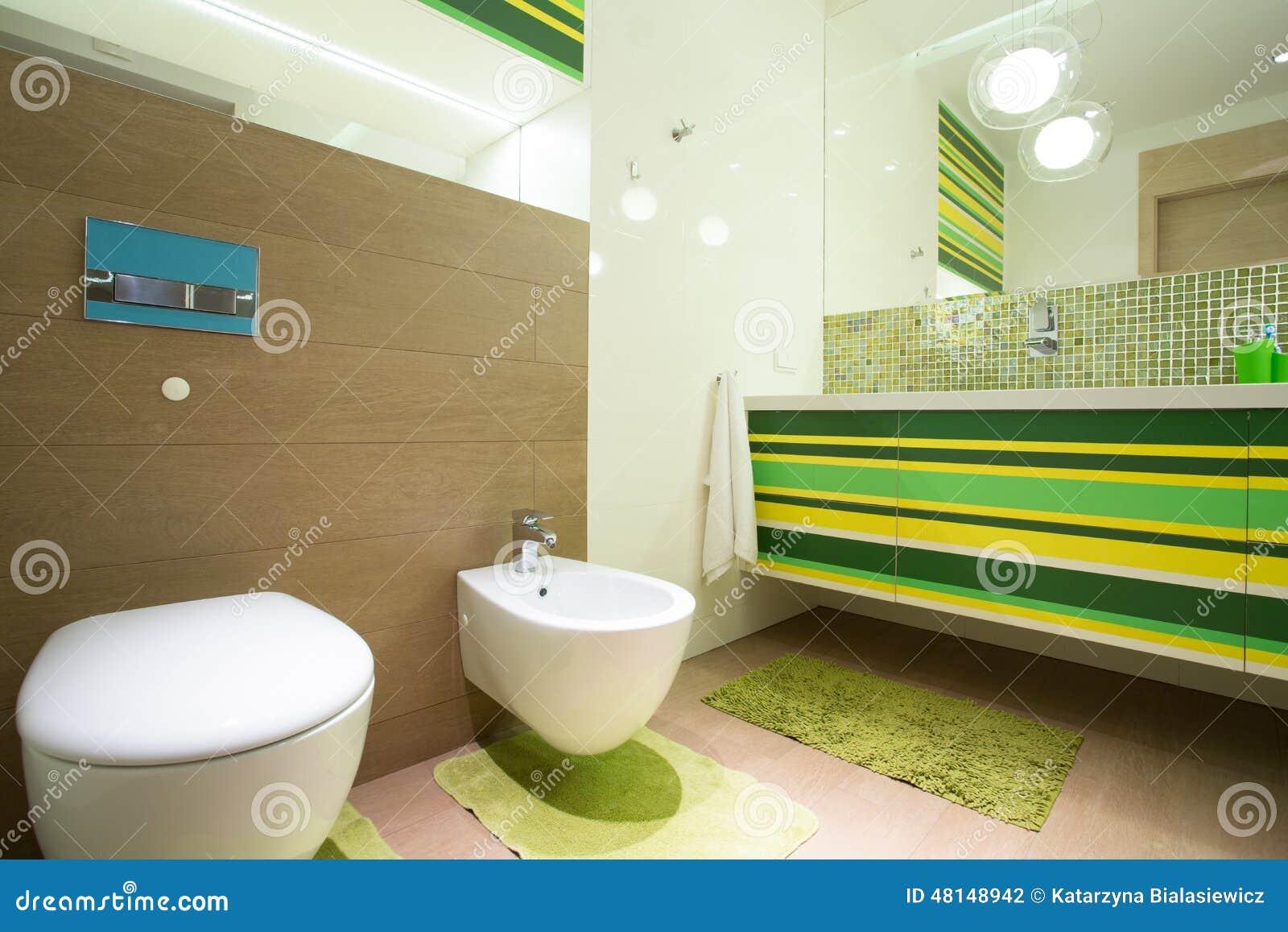 Kleurrijke Badkamers stock foto. Afbeelding bestaande uit clean ...