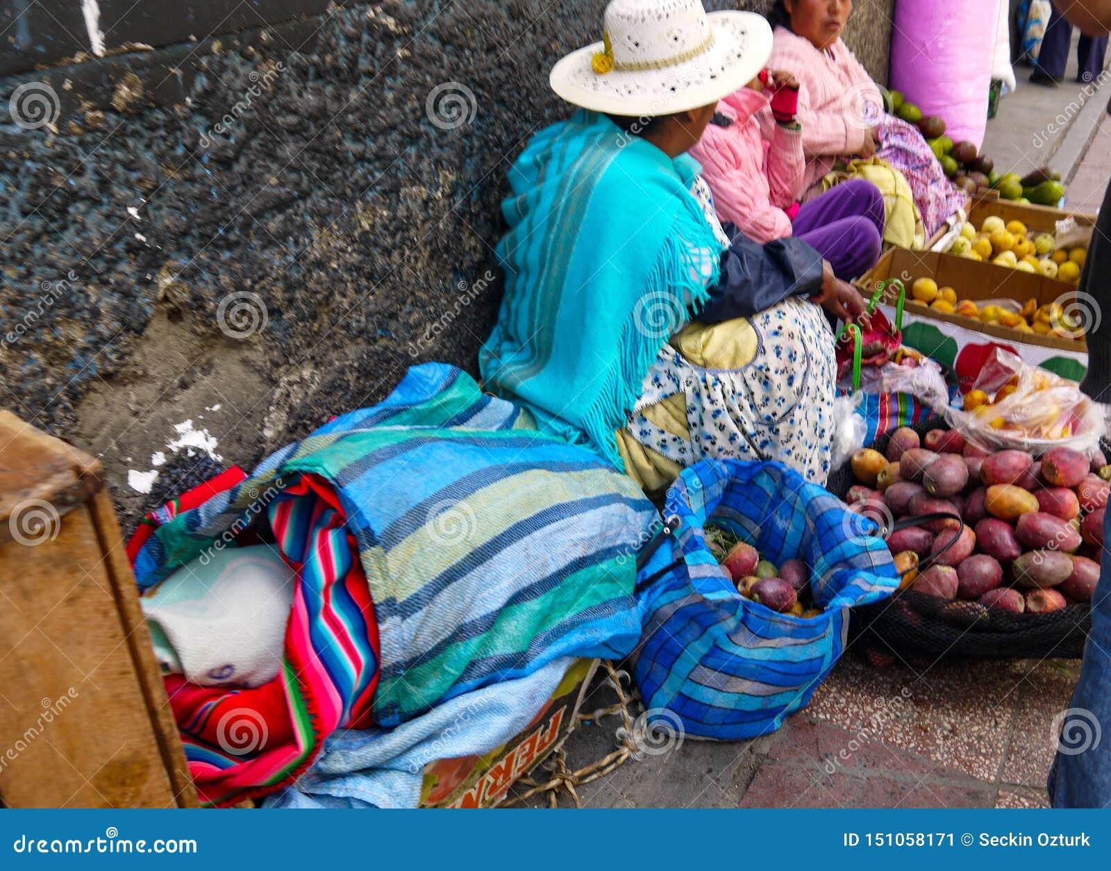 Kleurrijke Boliviaanse bazaar in La Paz, Bolivië