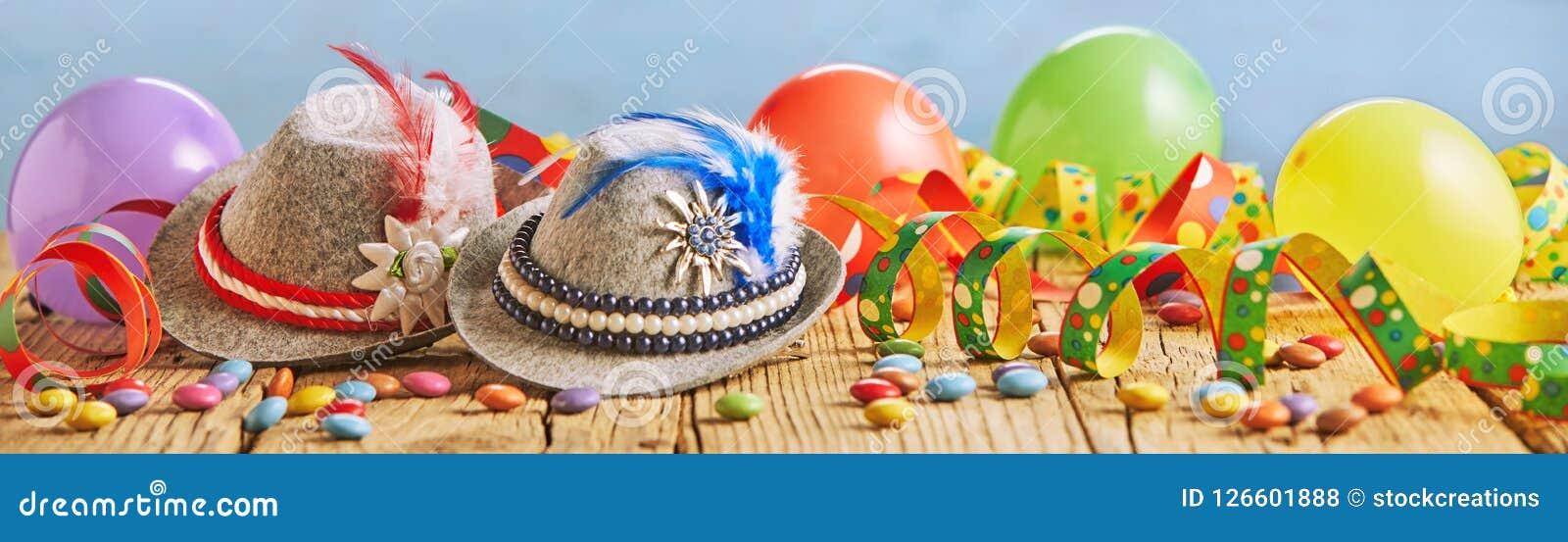 Kleurrijke brede panoramabanner met partijballons