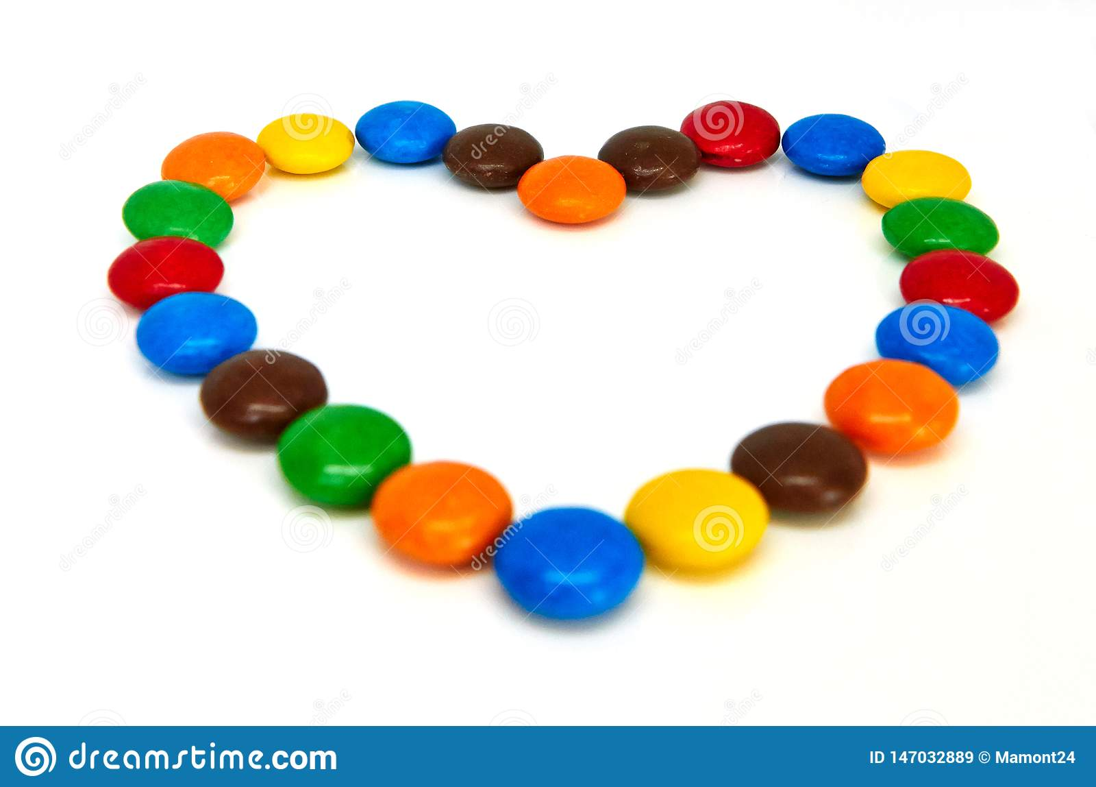 Kleurrijke chocoladeknopen op wit