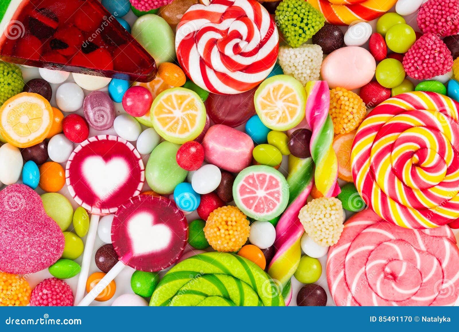 Kleurrijke die lollys en verschillend om suikergoed worden gekleurd