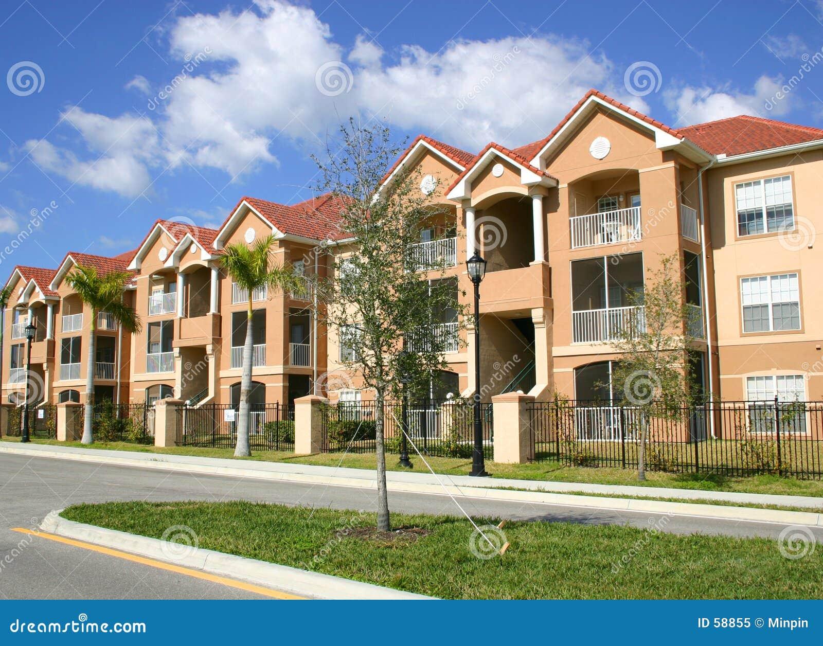 Kleurrijke Flatgebouwen met koopflats