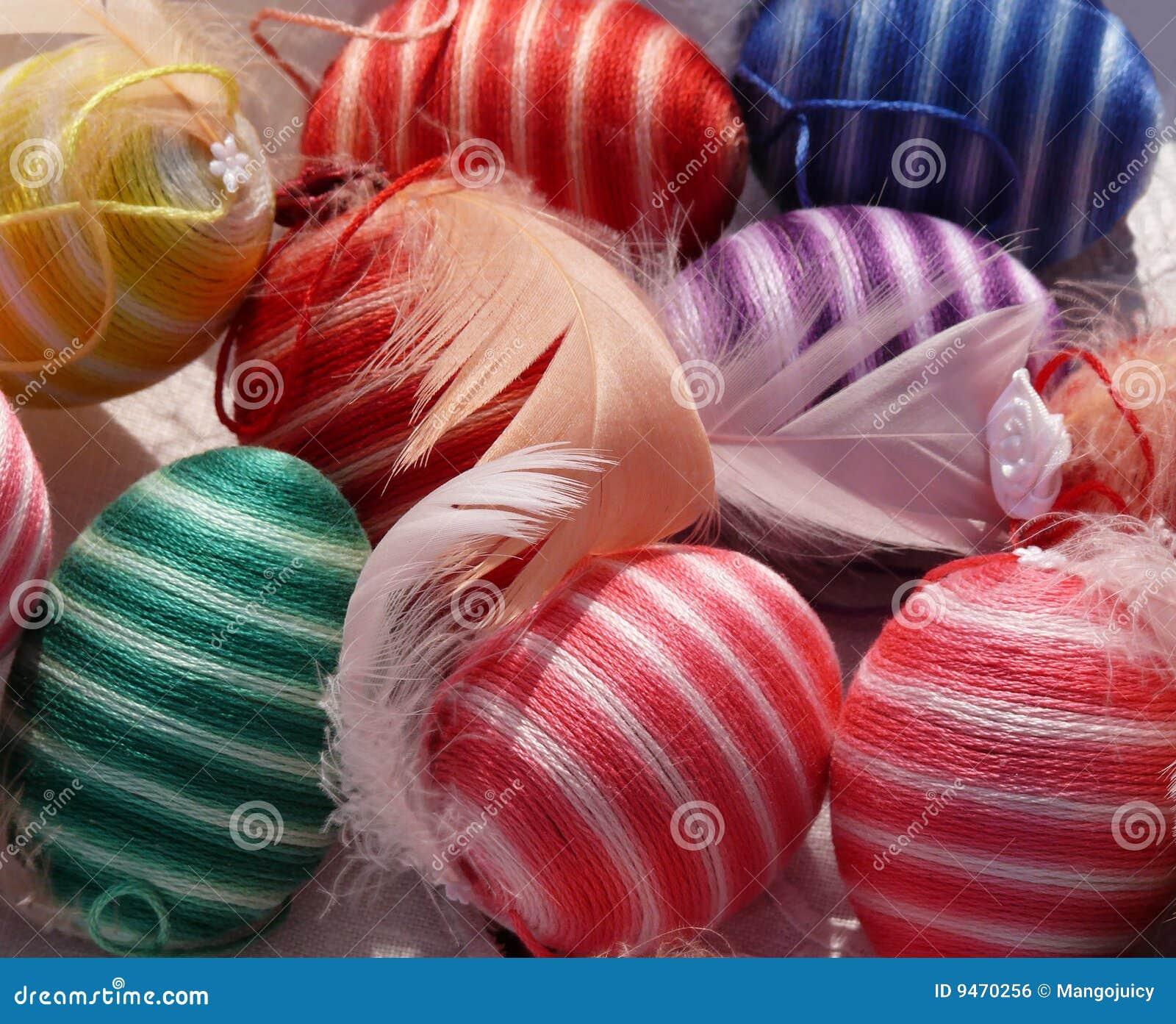 Kleurrijke gestreepte eieren de decoratie van pasen van de lente royalty vrije stock - Afbeelding van decoratie ...