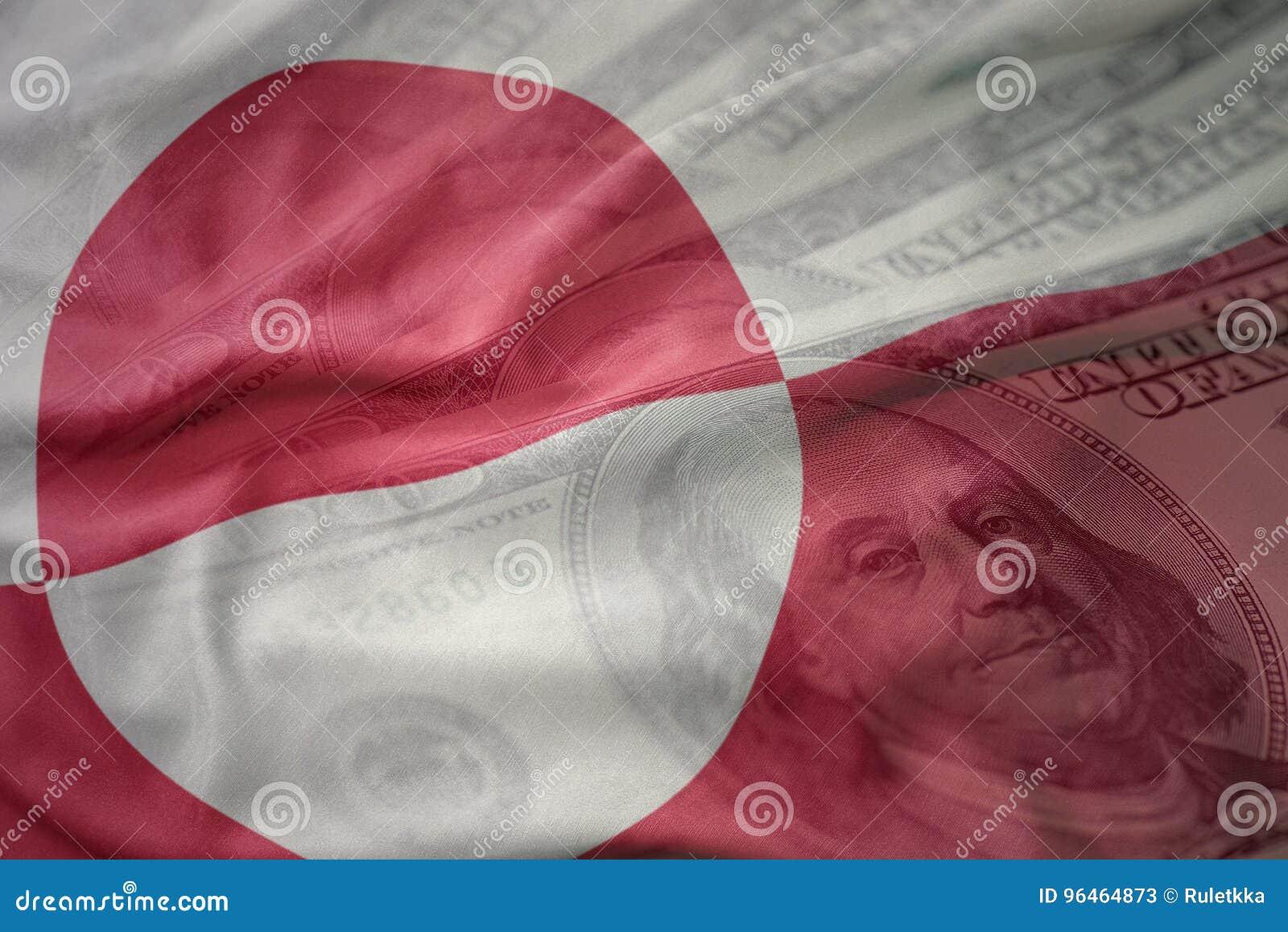 Kleurrijke golvende nationale vlag van Groenland op een Amerikaanse achtergrond van het dollargeld