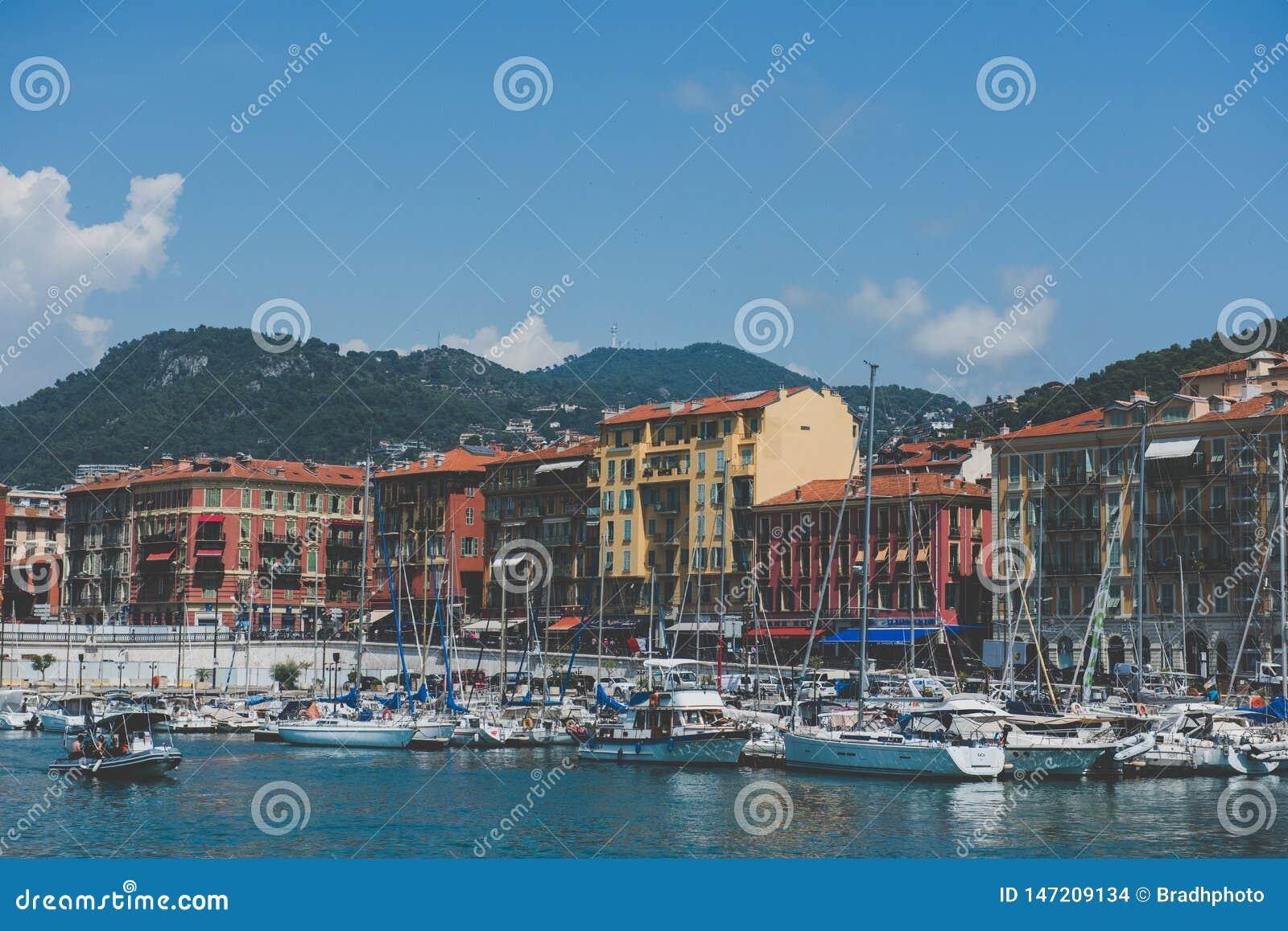 Kleurrijke Havenmeningen - Nice, Frankrijk