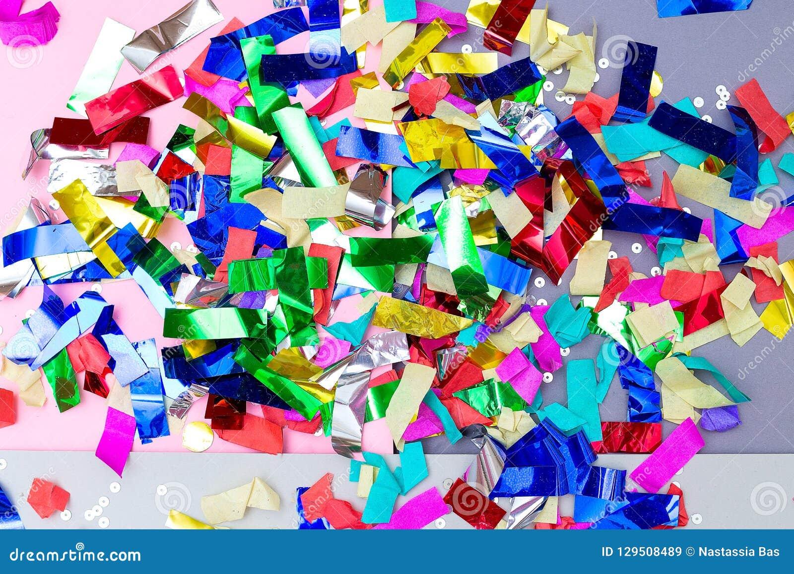 Kleurrijke heldere confettien en fonkelingen achtergronden