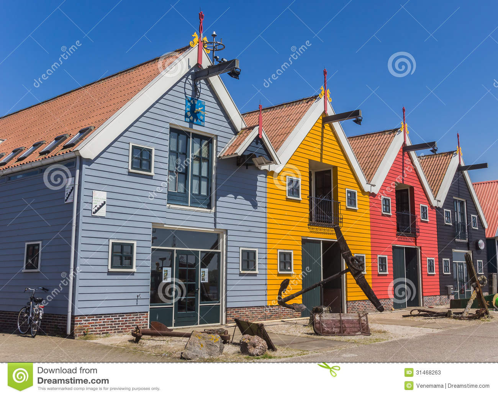 Kleurrijke huizen bij de haven van zoutkamp stock foto 39 s afbeelding 31468263 - Foto huizen ...