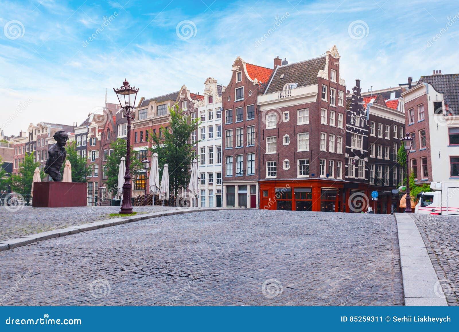 Stijl Van Amsterdam.Kleurrijke Huizen In De Nederlandse Stijl In Amsterdam Stock
