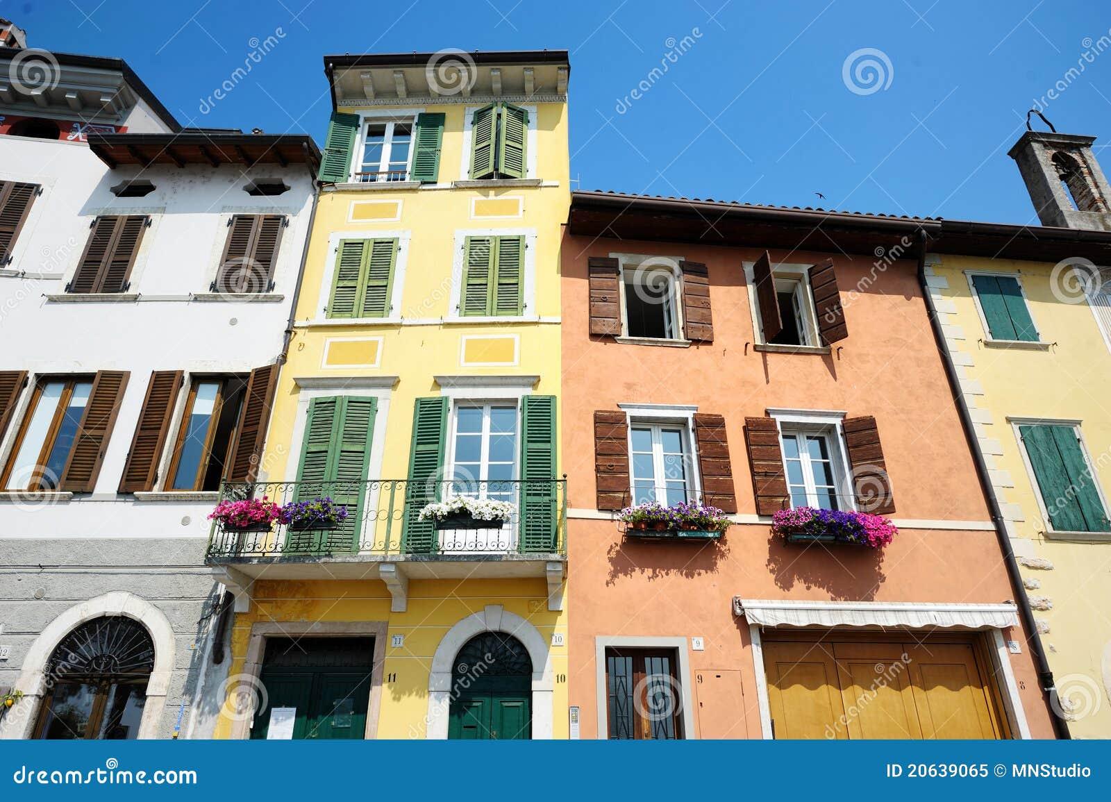 Huizen In Italie : Kleurrijke huizen in italië stock afbeelding afbeelding