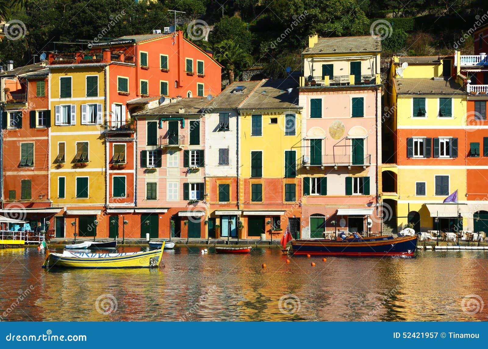 Huizen In Italie : Kleurrijke huizen in portofino italië redactionele fotografie