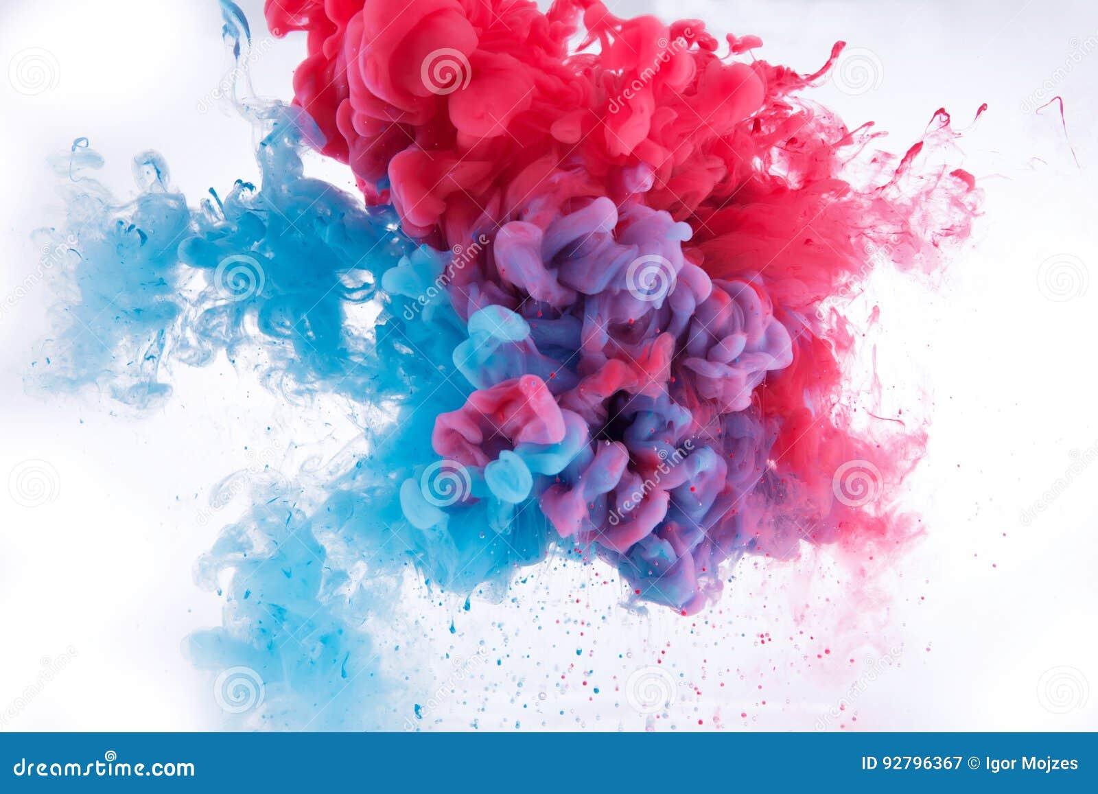 Kleurrijke inkt in water