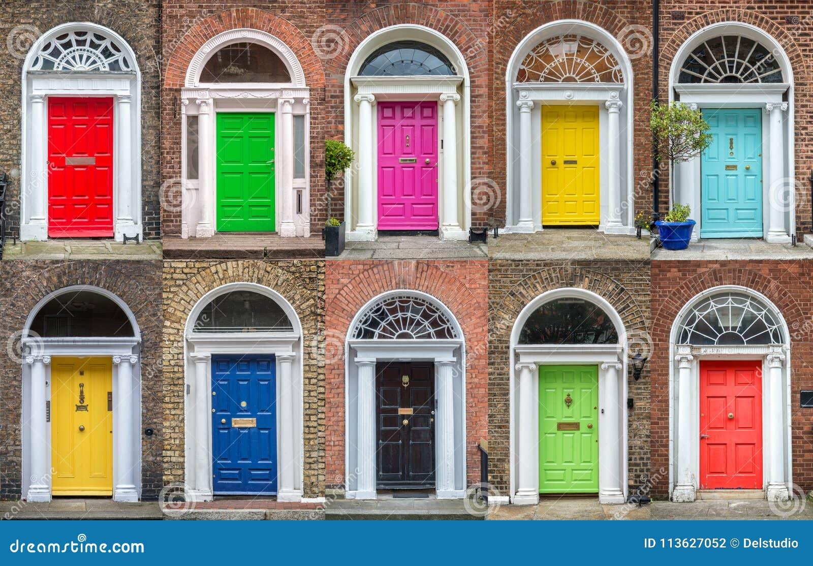 Kleurrijke inzameling van deuren in Dublin Ireland