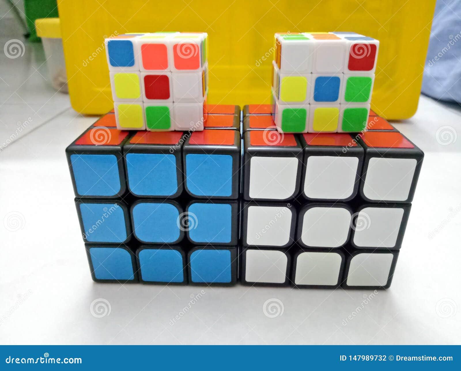 Kleurrijke kubus van Fasionable de magische rubik -