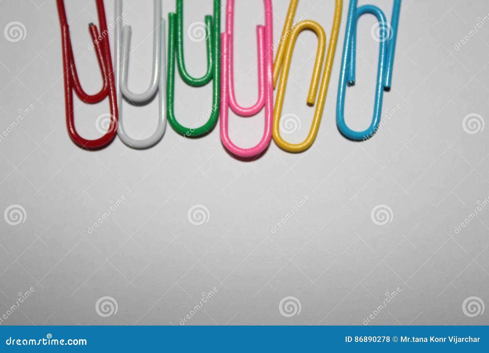 Kleurrijke paperclips