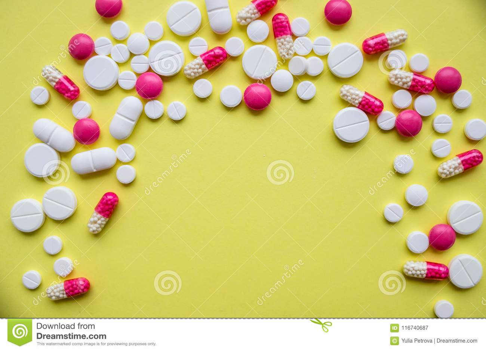 29b595a0cab Kleurrijke pillen en drugs in dichte omhooggaand Geassorteerde pillen en  capsules in geneeskunde drugs van diverse soorten en verschillende kleuren