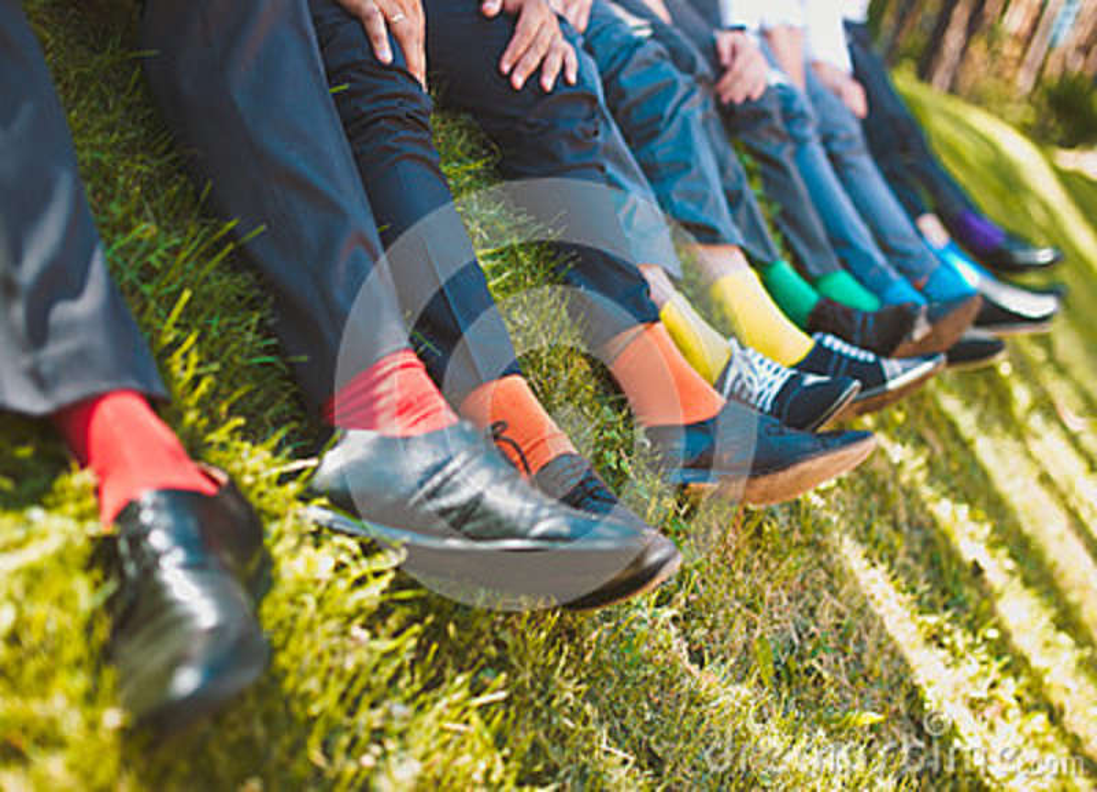 Kleurrijke sokken van groomsmen