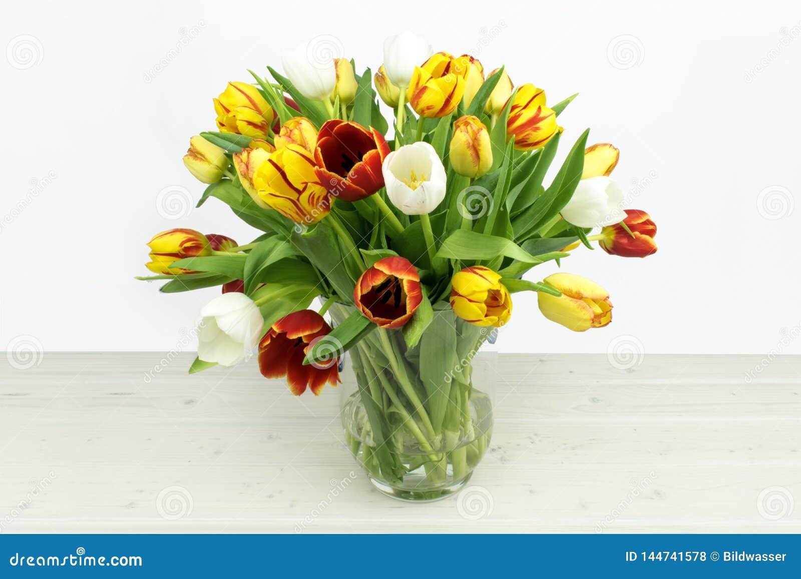 Kleurrijke Tulpia-Mengeling op houten achtergrond
