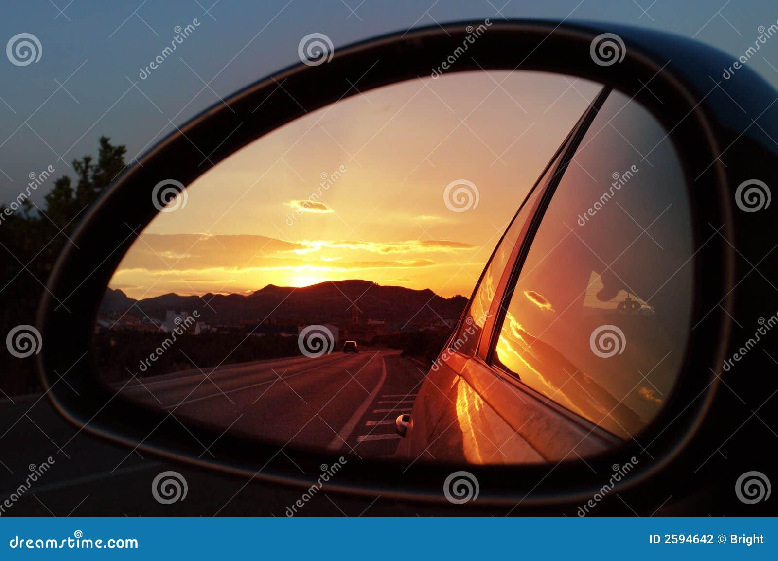 Kleurrijke zonsondergangbezinning