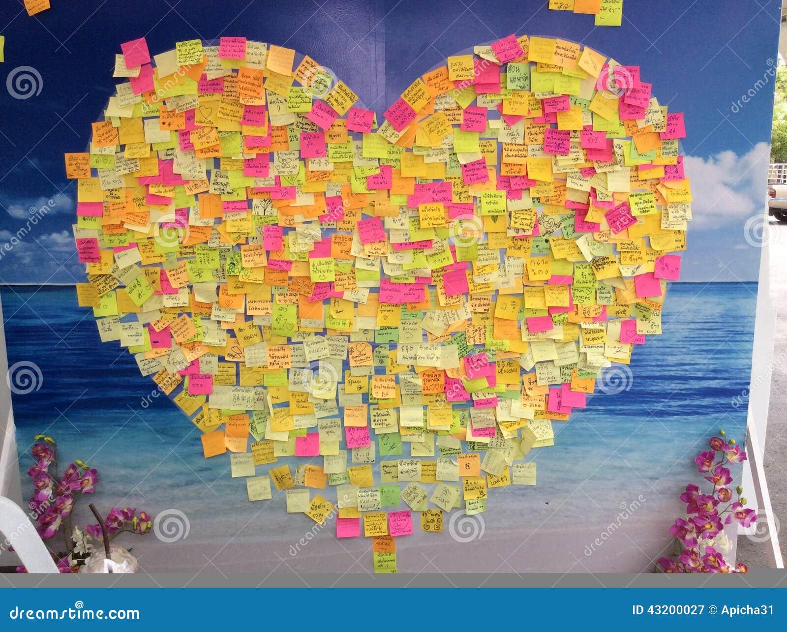 Download Klibbiga Anmärkningar Av Hjärta Fotografering för Bildbyråer - Bild av meddelande, yellow: 43200027