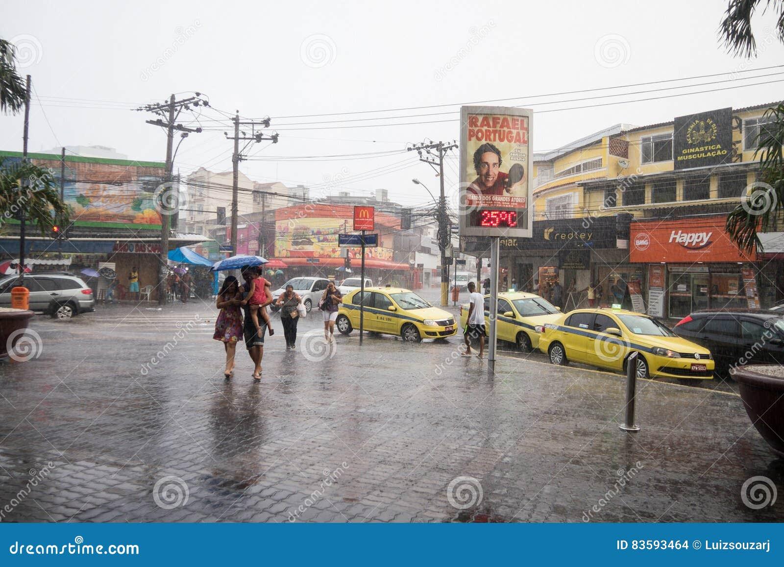 Klima Sommer Regen In Rio De Janeiro Redaktionelles Stockbild