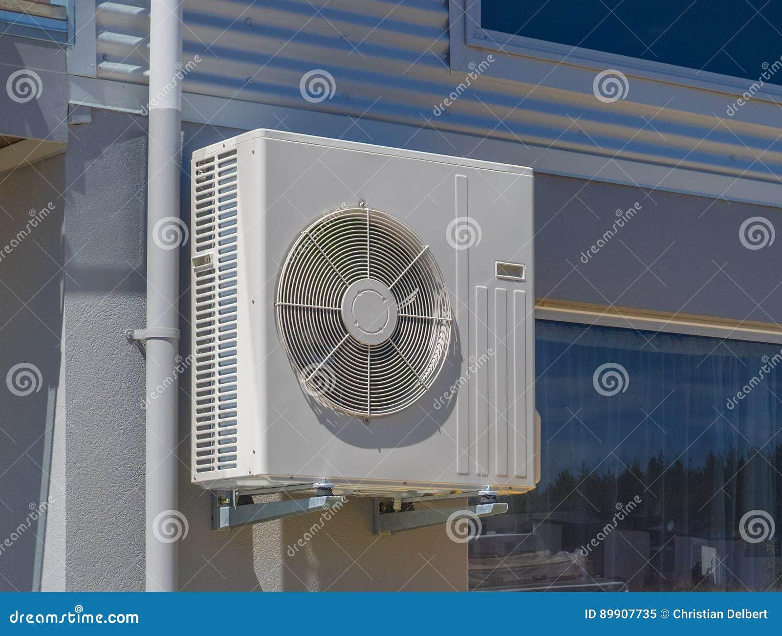 klimaanlage und heizk rper f r ein wohnhaus stockbild bild von kalt temperatur 89907735. Black Bedroom Furniture Sets. Home Design Ideas