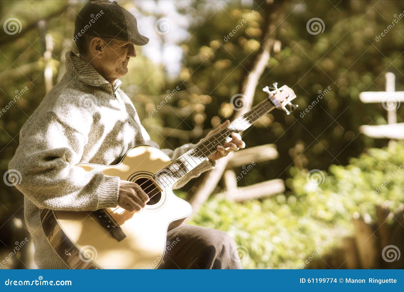 Klinka gitarren i eftermiddagljus